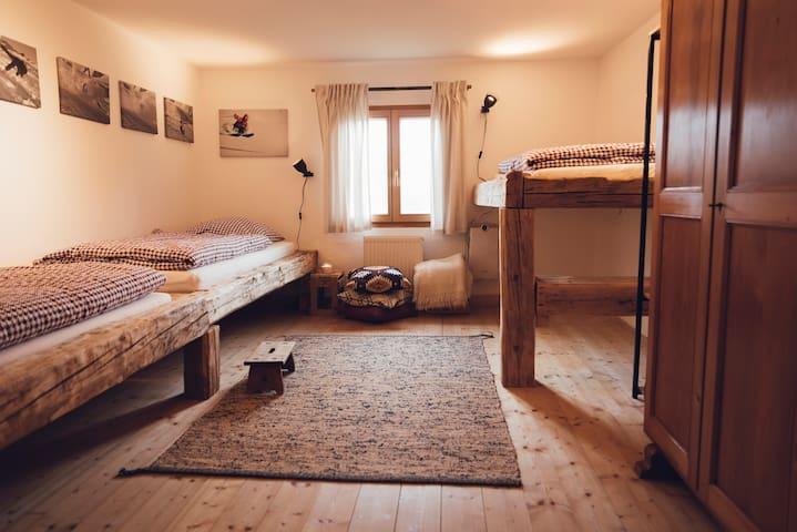The 'Ski Profi Room' . Sleeps 3 on 3 separate 90 X 200 beds.