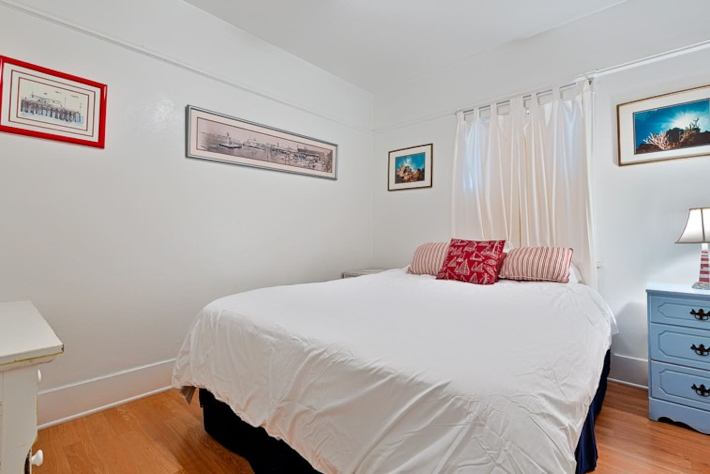 1st Bedroom with Queen Bed and flat screen TV.