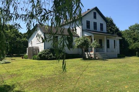 Farmhouse near Louse Point - East Hampton - House