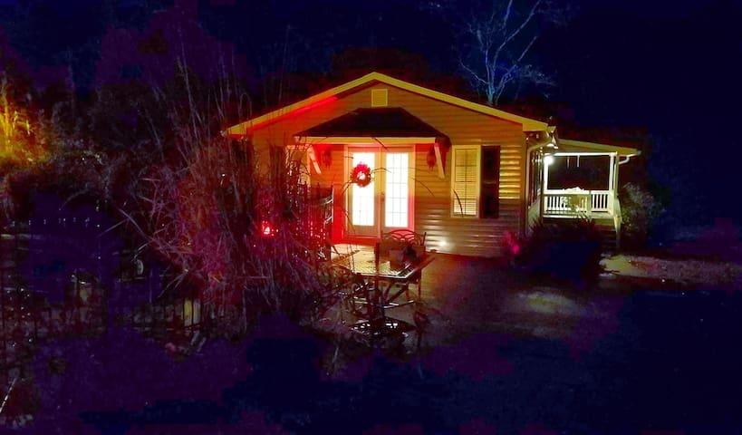Clarkesville Cottage 1 BR Garden Getaway