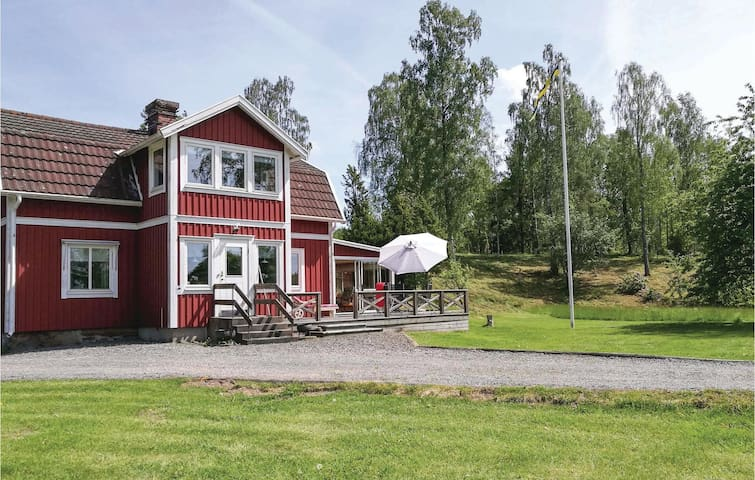 Former farm house with 4 bedrooms on 140m² in Rydaholm