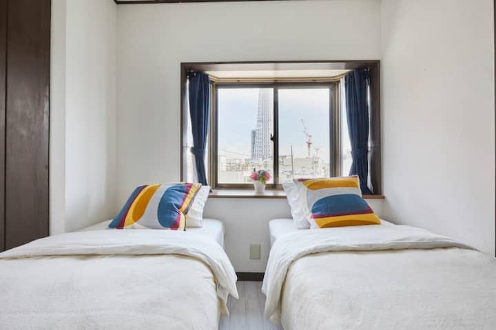 401室3卧室带电梯-离地铁站3分钟,晴空塔12分钟&浅草寺8分钟、成田羽田空港直达、迪士尼直达巴士