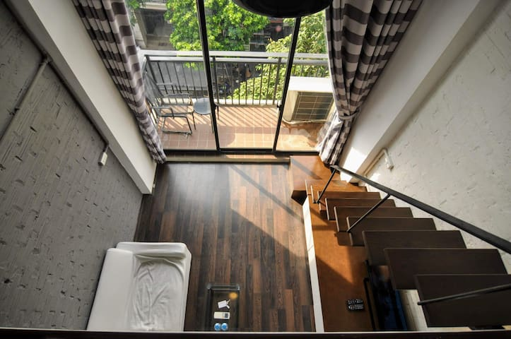 2CQS41- Comfy Studio w balcony in Old Quarter
