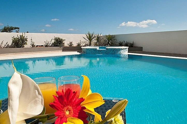 Villa Belvedere St Julians, private pool, Seaviews