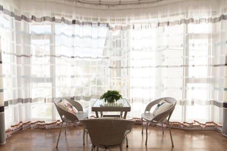 临近古城的安静方便干净舒适民宿,可做导游 - Lijiang Shi - Condominium