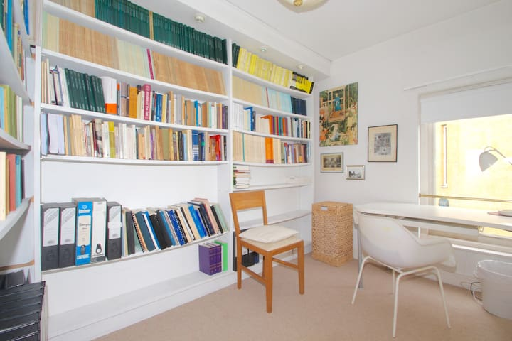 Study or Single bedroom (extra single bed available on request)