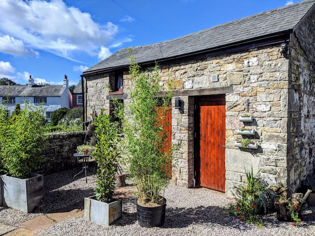 Grade 2 Listed Lakeland Bothy & Sauna in Caldbeck