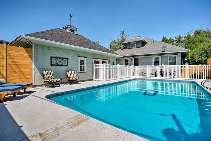 Choose this large family-friendly house for you Walla Walla getaway!