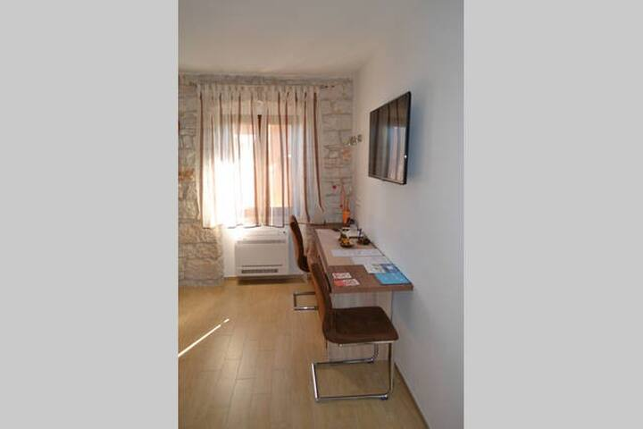 Bale Guesthouse Room Thea - Bale - Apartmen