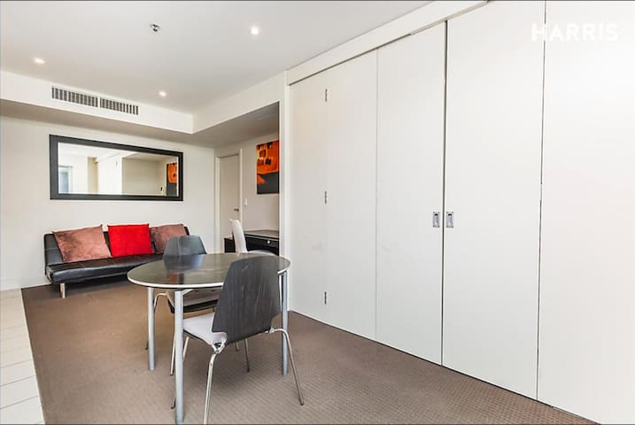 Glenelg Beachfront Apartment (inc $20 voucher P.N) - Glenelg - Apartamento