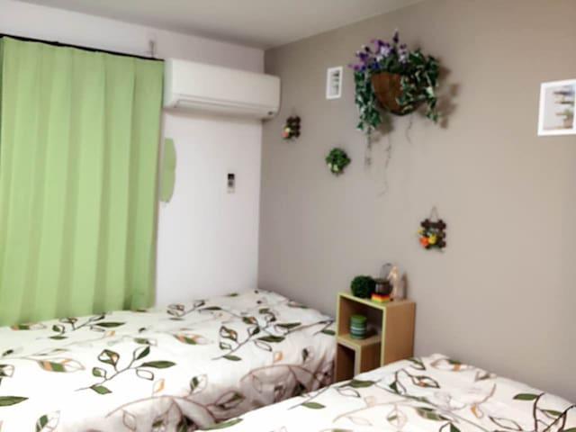 房间比较紧凑,一个两个人都可以,以绿色为主题! - Osaka - Casa