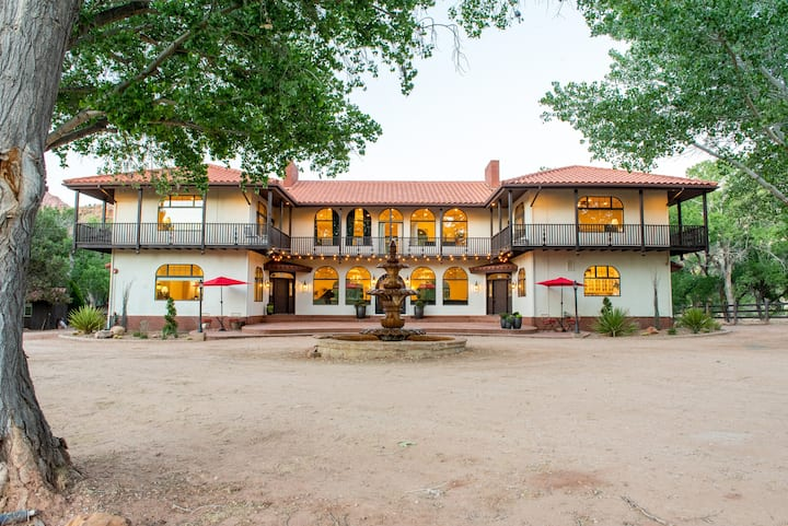 Zion Villa-Retreats, Reunions & Weddings Slps 58