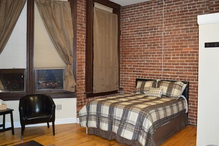 Hip studio loft in heart of Downcity Arts District - Providence - Loft