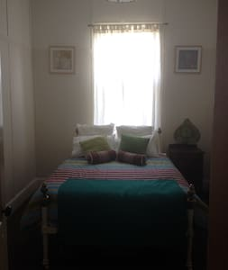 2 Rooms in 1930s blue brick cottage - Armidale - Rumah