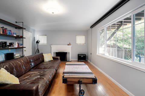Large 1 Bedroom Apartment, Home Theater, Fireplace