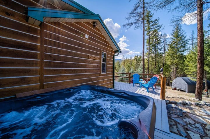 Cabin in the woods, minutes from Flathead Lake