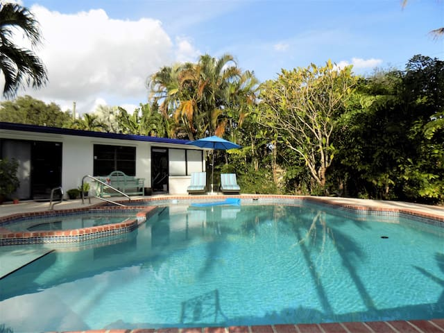 Spacious Miami Guest Suite with Pool & Hot Tub