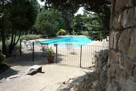 Gîte bord de rivière avec piscine - Ardoix