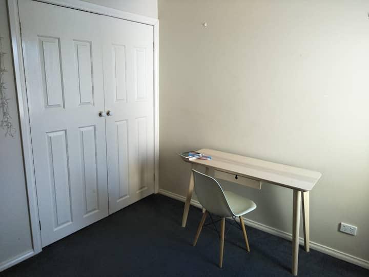 Private room in Brunswick East! Next to MerriCreek