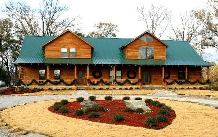 Cameron's Lodge Secluded Resort Living