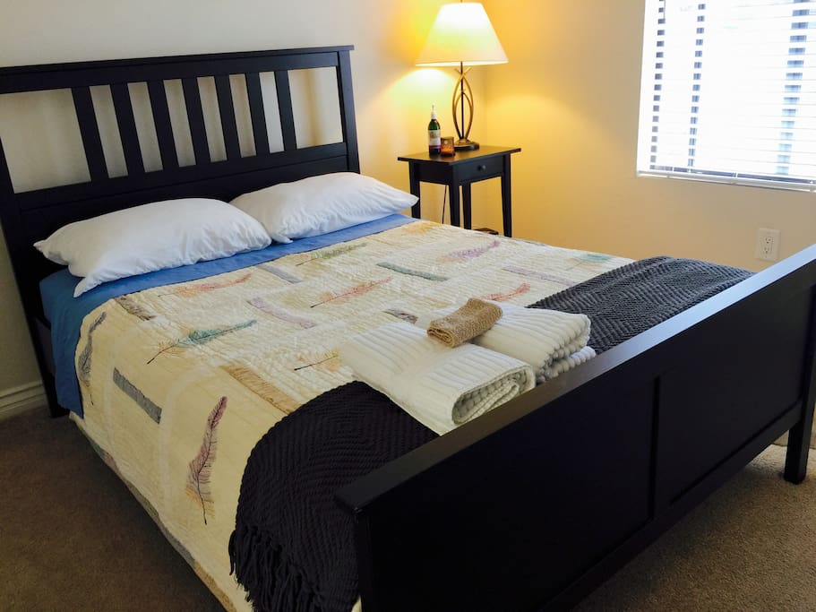 Standard guest bedroom with Full Size bed.
