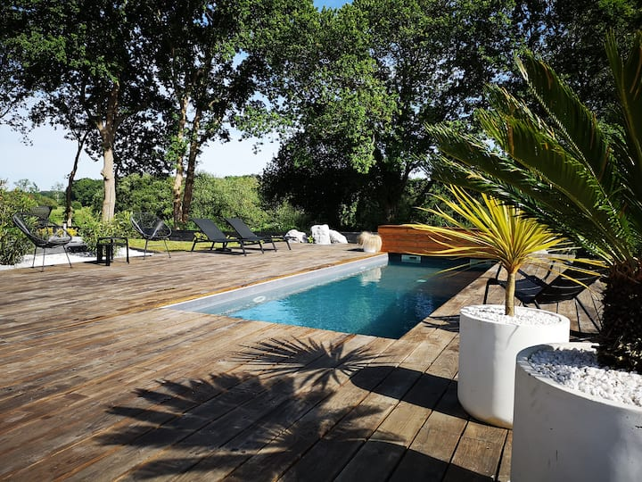 """Villa """"Nature"""" avec piscine, à 6km des plages!"""
