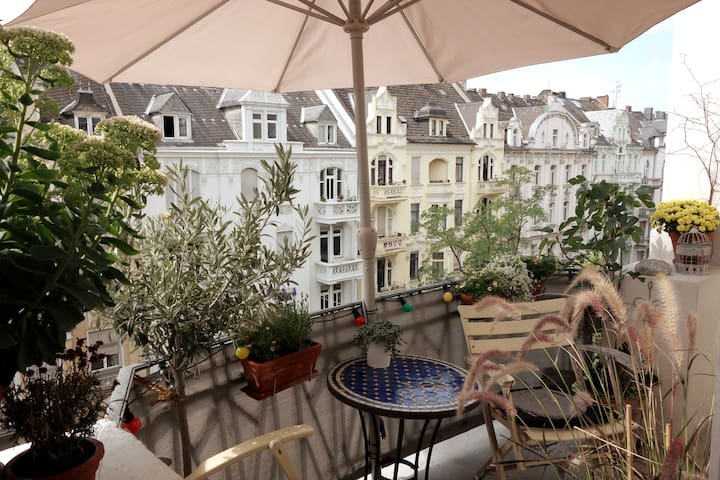 Belle Epoque apartment with balcony + breakfast