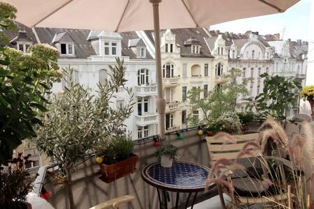 Belle Epoque apartment with balcony + breakfast