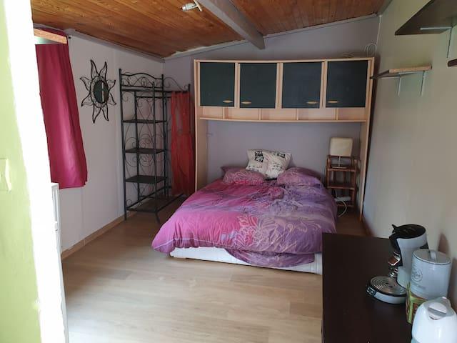 Petit studio indépendant d'une maison