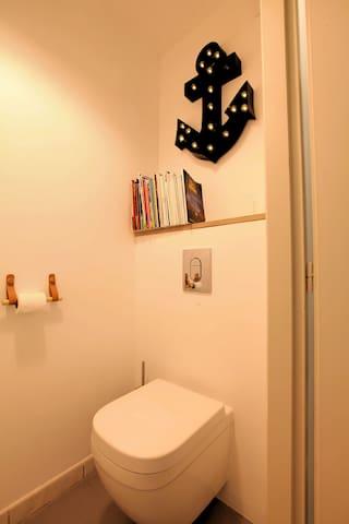 Toilettes (partagées avec nous)