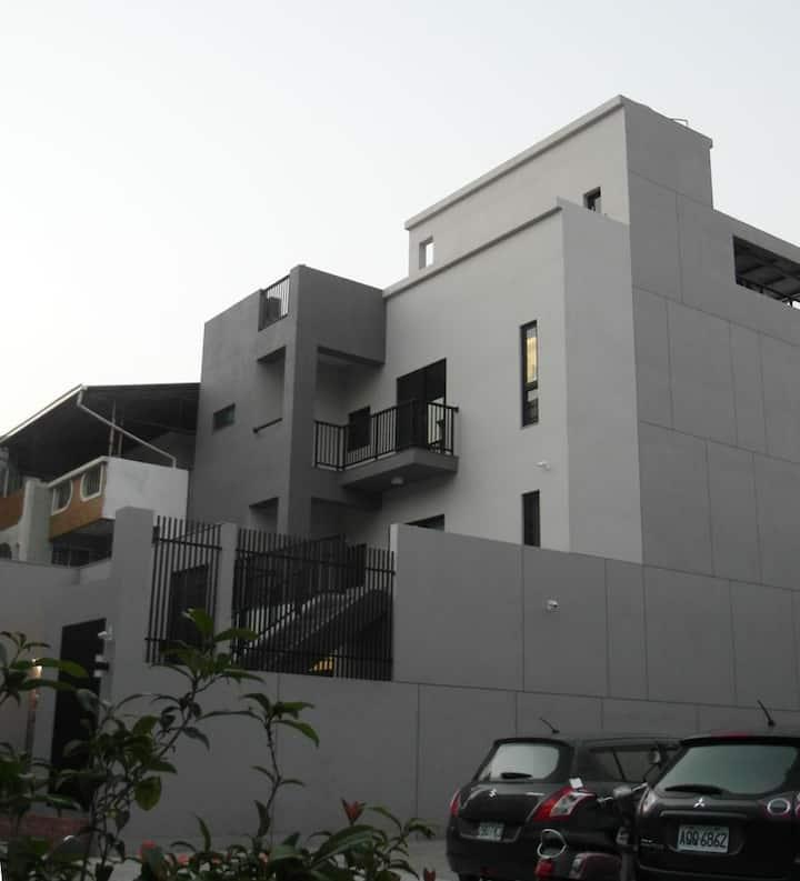 私房S FUN.BNB/安平/202都市樹或302典藏記憶/雙人套房/附停車位