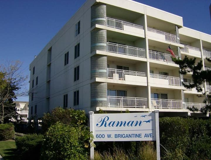 'Raman Beach Resort' - Oceanfront! Sleeps 6