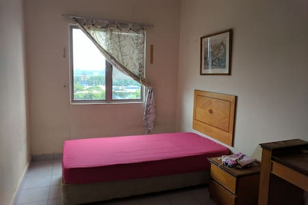 Cosy, neat, clean and value room - Kuala Lumpur