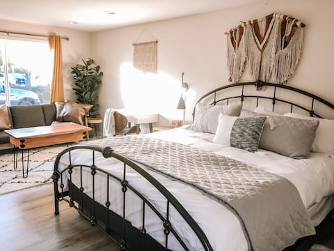 Santa Barbara Oasis (Guest Suite w private entry)