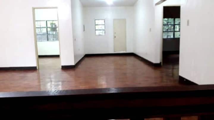 Family bedroom With Wifi and Parking Inside UPLB