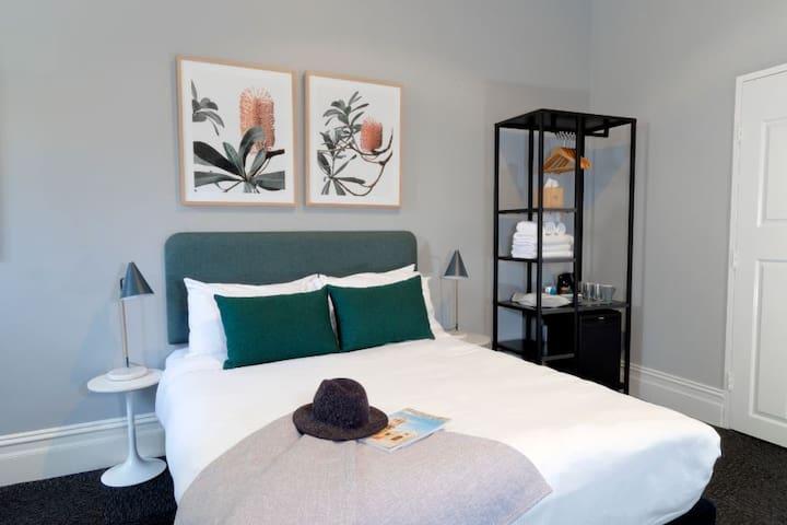 The Alison Randwick - Queen Room with Ensuite