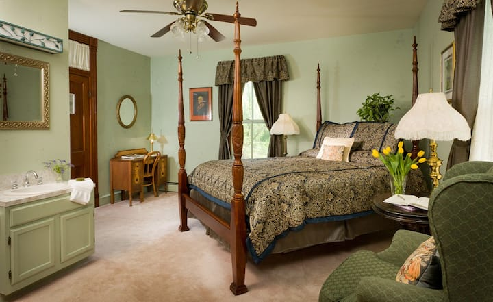 Afton Mountain Bed & Breakfast - The Jefferson Room