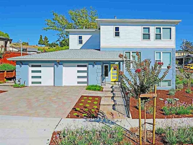 Brand new hillside modern home🌹5 ⭐️/ SF Bay Area