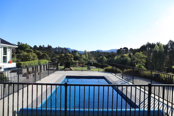 Pool/looking out to Kaimai's