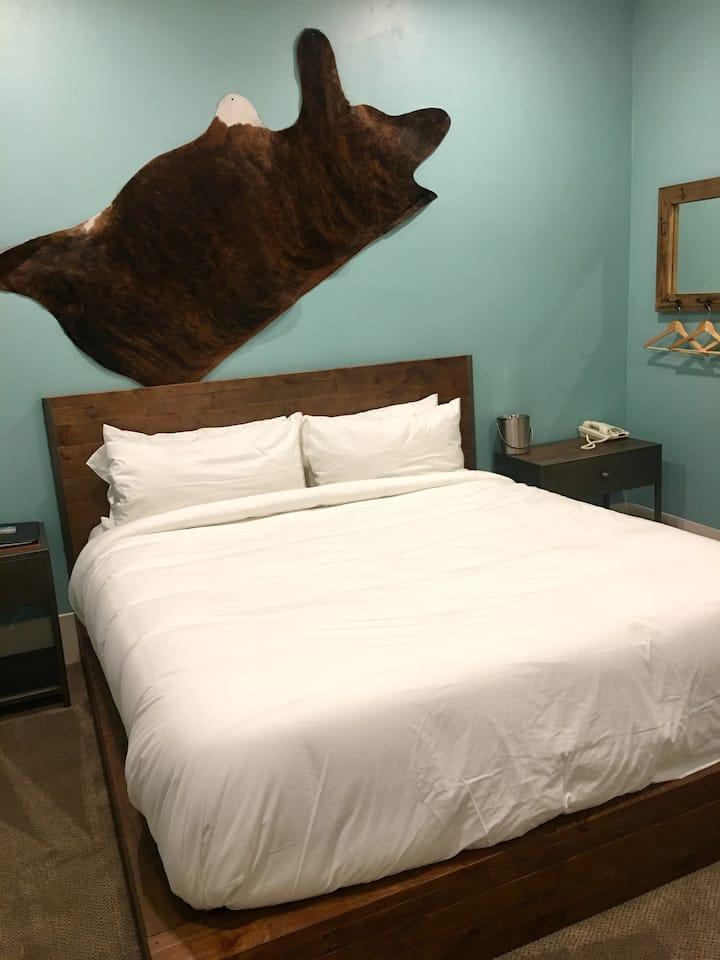 Luxury Suite 109 - Groveland Hotel