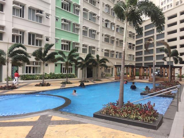 Unit rent suntrust parkview near sm manila - Manila - Condominium