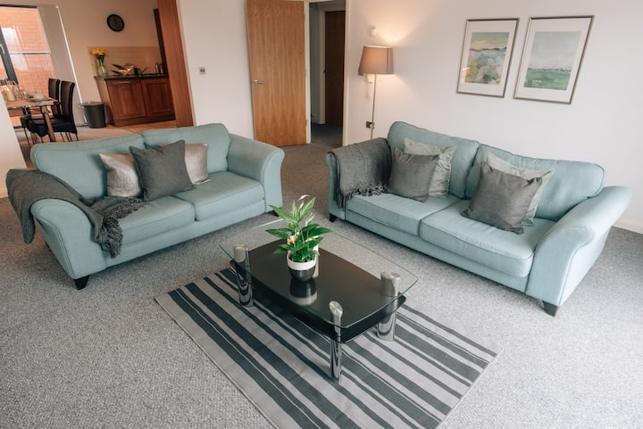 Belfast City Centre Apartment with balcony (A16)