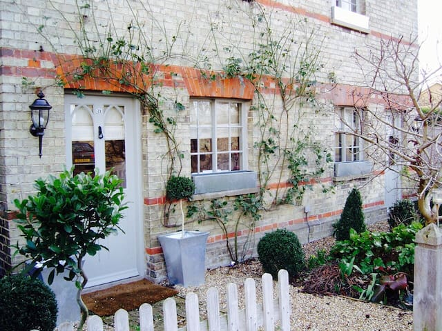 Idyllic Country Cottage in centre of village