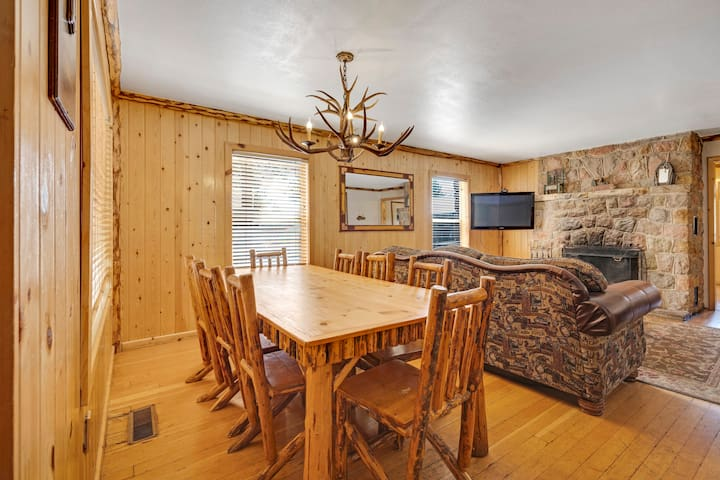 Mountain Townhouse 2BR - Walk to Gondola and Lake!