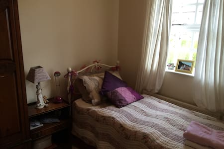 Cozy Home Near City Centre Bedroom1 - Waterford