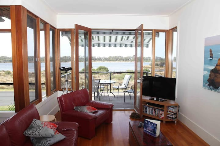 Bay Escape - overlooking Swan Bay - Queenscliff - Huis