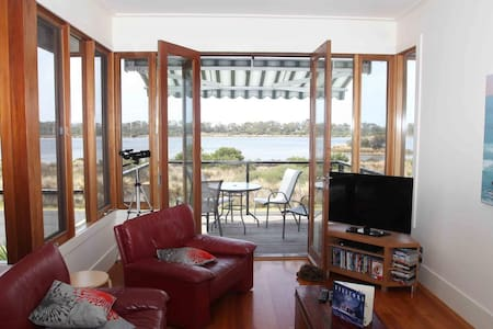 Bay Escape - overlooking Swan Bay - Queenscliff - Dům
