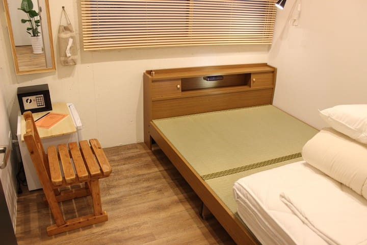 Cozy hostel Private room, near Hakata & free wifi