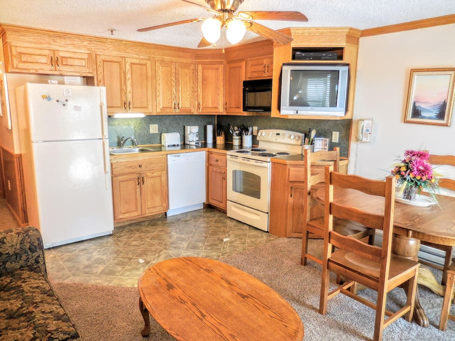 Mountain Lodge 238 is your Snowshoe home away from home!