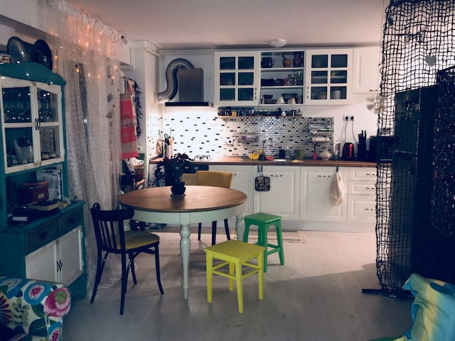 Cosy and bright studio with Breakfast